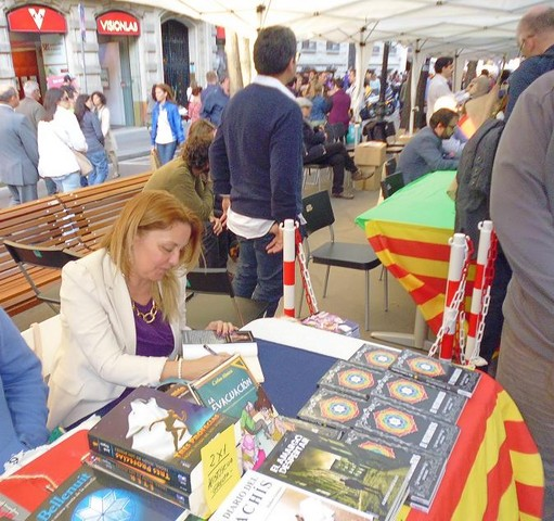Firmando-en-Sant-Jordi-Mar-Cantero-Sánchez-www.marcanterosanchez.com-640x480