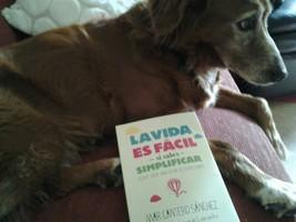Ami y Maite leen La vida es fácil, Zenith-Planeta, Mar Cantero Sánchez, www.marcanterosanchez.com [320x200]