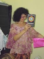 Yolanda con su regalo, El matarratas, Mar Cantero Sánchez [320x200]